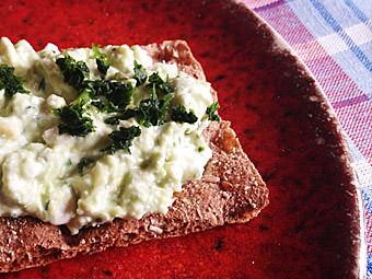 Avocado an Hüettenkäse