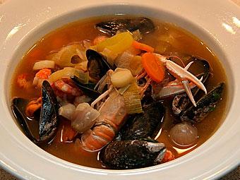 Südfranzösische Bouillabaisse - provenzalische Fischsuppe